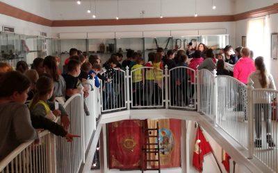 4. in 5. razredi na obisku pri PGD Metlika in Slovenskem gasilskem muzeju